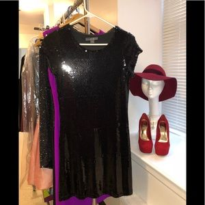 Dresses & Skirts - 👗👠Beautiful black sequence dress. Size S.